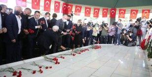 Merhum Başbakan Adnan Menderes ve arkadaşları idamlarının 60'ıncı yılında kabirleri başında anıldı