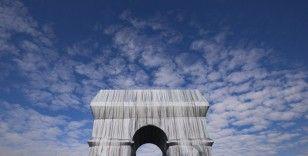 Kumaşla kaplanan Paris'in simgesi Zafer Takı ziyarete açıldı