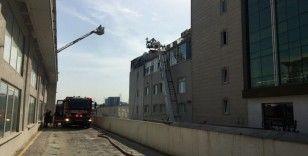 Başakşehir'de 5 katlı iş merkezinde korkutan yangın