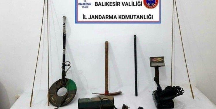 Balıkesir'de jandarmadan 6 şahsa tarihi eser ve uyuşturucu operasyonu