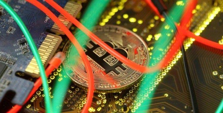 Bitcoin'de 'risk kaçışı' sürüyor