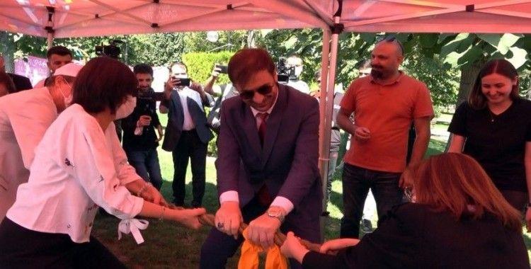 Başkan Şahin, AB Türkiye Delegasyon Başkanı Meyer-Landrut'u halat çekme yarışmasında dize getirdi