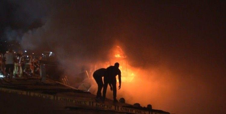 Bebek'te aynı teknede bir günde ikinci yangın: Küle dönen tekne battı