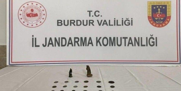 Burdur'da Roma dönemine ait sikke ve insan figürlü heykel ele geçirildi