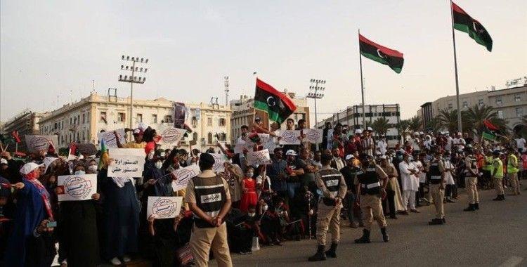 Binlerce Libyalı, Temsilciler Meclisi'nin güvenoyunu kararını başkent Trablus'ta protesto etti