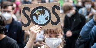Avrupa'da çevreciler iklim değişikliğine dikkati çekmek için sokağa indi