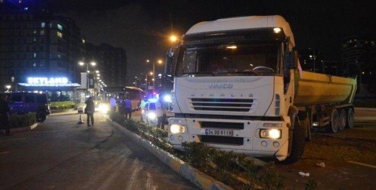 Sarıyer'de İETT otobüsüyle hafriyat kamyonu çarpıştı
