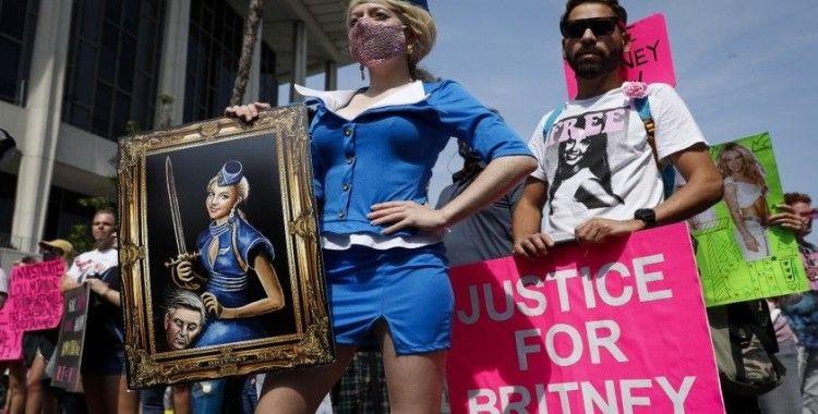 Ünlü şarkıcı Britney Spears'ın babasının vasilik yetkisi askıya alındı