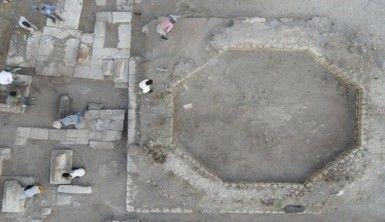 Ani'de bulunan kümbet ve oda mezarlar havadan görüntülendi