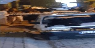 Balkondan yoldaki aracın üstüne düşen adam hayatını kaybetti