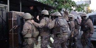 Bursa'da silah tacirlerine şafak operasyonu...Kapıları koç başlarıyla kırdılar