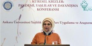 Emine Erdoğan: Yaşlılık bizde tedavülden kalkmak değil, hürmet makamına oturmak demektir