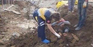 Elektrik akımına kapılan işçiyi toprağa gömdüler