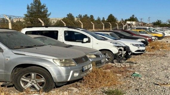 Milyonlarca TL değerinde araçlar toprağa gömülüyor