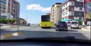 Arızalanan İETT otobüsü Pendik'te yolun ortasında kaldı