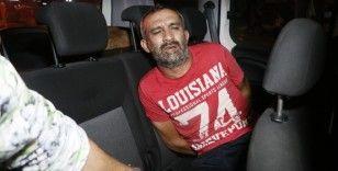 Polisten kaçarken kaza yapıp yakalandı, aracından tabanca ile uyuşturucu madde çıktı