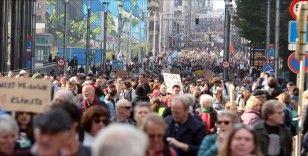 Brüksel'de binlerce kişi Glasgow zirvesi öncesinde iklim değişikliği için yürüdü