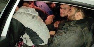 İki otomobilde 29 düzensiz göçmen yakalandı
