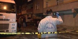 Sancaktepe'de cinnet getiren şahıs dehşet saçtı: 2 bekçi pompalı tüfekle yaralandı