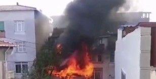 Ataşehir'de korkutan yangın:3 katlı apartman kullanılamaz hale geldi
