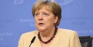 Merkel, Türkiye'nin yasa dışı göçle mücadelede merkezi rol oynadığını söyledi