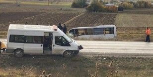 Kastamonu'da polis memurlarını taşıyan midibüs kaza yaptı: 12 yaralı