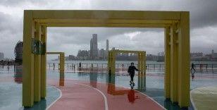 Çin'in güneyinde Kompasu tayfunu karaya vurdu