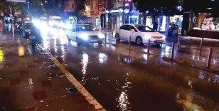 Bandırma'da sağanak yağış etkili oldu