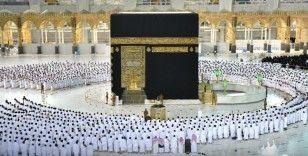Mescid-i Haram'da sosyal mesafesiz ilk namaz kılındı
