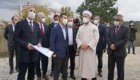Diyanet İşleri Başkanı Erbaş, yapımı 7 yıldır devam eden camiyi inceledi