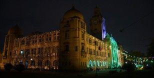 Pakistan'da Mevlid Kandili için sokaklar ve binalar ışıklandırıldı