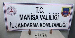 Manisa'da 30 sikke ve tarihi eserler ele geçirildi