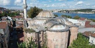 5 asırlık caminin içinde gizemli mezar