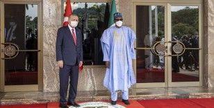 Cumhurbaşkanı Erdoğan, Nijerya'da resmi törenle karşılandı