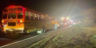 ABD'de yolcu treni araç yüklü tıra çarptı: 4 yaralı