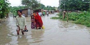 Nepal'i vuran sel ve heyelanda bilanço artıyor: 48 ölü