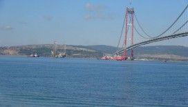 Dev platform 57 metre suya batırılarak 1915 Çanakkale Köprüsü altından geçti
