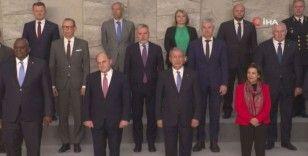Milli Savunma Bakanı Akar, NATO Savunma Bakanları aile fotoğrafına katıldı