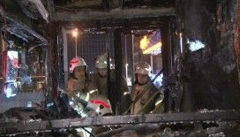 Bahçelievler'de benzinliğin yanında park halinde olan halk otobüsü alev alev yandı