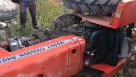 Minibüsle çarpışan traktör şarampole devrildi: 1 ölü