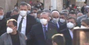 Cumhurbaşkanı Recep Tayyip Erdoğan, Cuma namazını Taksim Camii'nde kıldı
