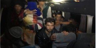 TEM'de durdurulan minibüsten 40 düzensiz göçmen çıktı