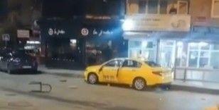 Eski çalıştığı durağın taksisini parçaladı, o anlar kameraya yansıdı