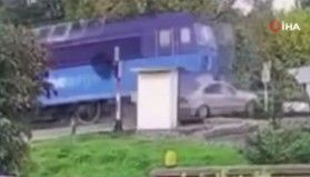 Slovakya'da yük treni otomobili biçti: 1 ölü