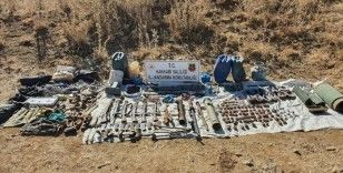 Hakkari'de PKK'lı teröristlere ait mühimmat ve el bombaları ele geçirildi