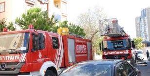 Kartal'da yangın çıkan apartmanda mahsur kalan 6 kişiyi itfaiye kurtardı