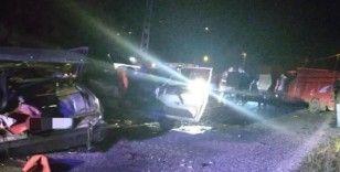 Giresun'da kamyonet ile otomobil çarpıştı: 1 ölü, 5 yaralı
